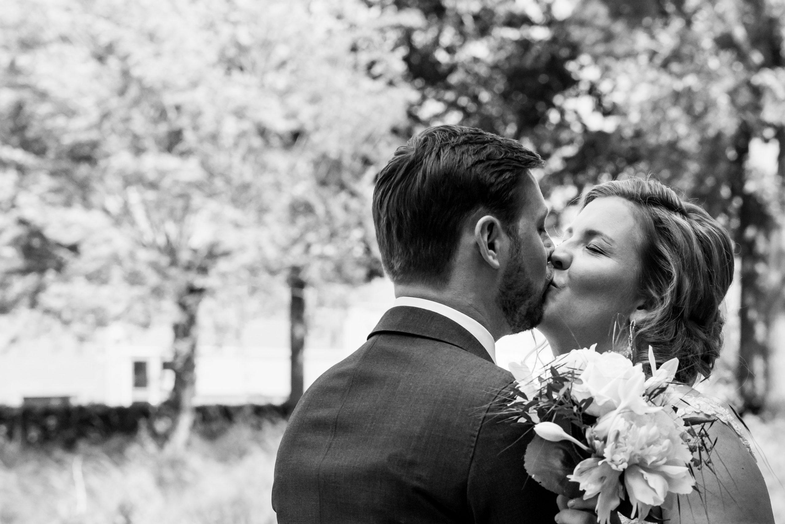 Bruid kust bruidegom.