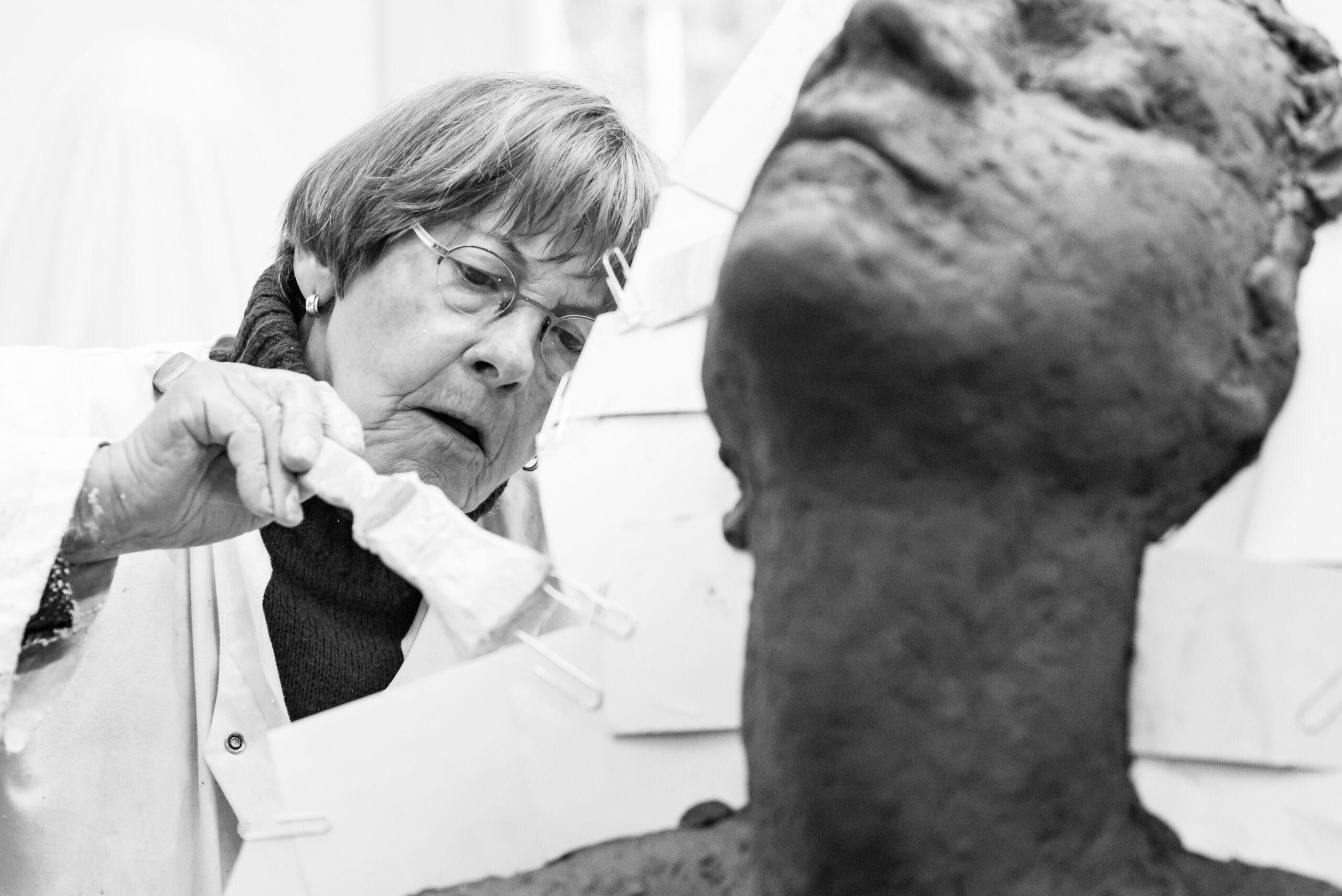 Kunstenares Maïté Duval aan het werk in haar atelier Jasja de Wit Fotografie Herinneringsreportage