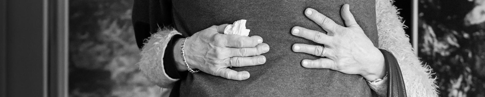 Omhelzing tijdens afscheid Jasja de Wit Fotografie Afscheidsfotografie